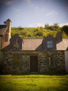Wonderful 1 bedroom Dinas Cross Cottage with Short Breaks Allowed - Dinas Cross vacation rentals