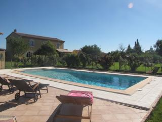 Large house in Arles, 10 p, pool, big garden... - Arles vacation rentals