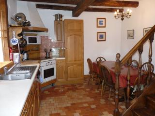 Comfortable 3 bedroom Gite in Corseul with Internet Access - Corseul vacation rentals