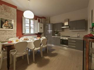 Elegant apartment in old tower house in central Pisa, 3 bedrooms, sleeps 7 - Pisa vacation rentals