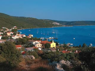 Beautiful 2 bedroom House in Martinscica with Internet Access - Martinscica vacation rentals