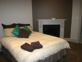Bright 3 bedroom Vacation Rental in Albury - Albury vacation rentals