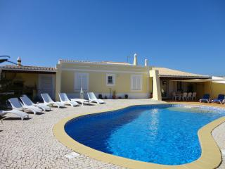 Perfect 4 bedroom Villa in Espiche - Espiche vacation rentals