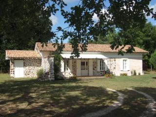 Adorable Salles (Gironde) Gite rental with Satellite Or Cable TV - Salles (Gironde) vacation rentals