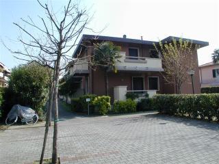 3 bedroom apartment in Marina di Massa Carpi - Marina Di Massa vacation rentals