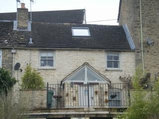 "Field View, Tetbury, Cotswolds GL8 8DP.  ""Speciality Lodgings"" - Tetbury vacation rentals"