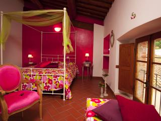 B&B Antico Granaione Cherry bedroom - Rapolano Terme vacation rentals