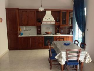 CasaGioca-vacanze mare Sicilia - Gioiosa Marea vacation rentals