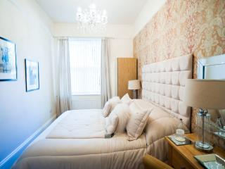 Newmarket Boutique Apts ~ Luxury 1 bed Apartment - Newmarket vacation rentals