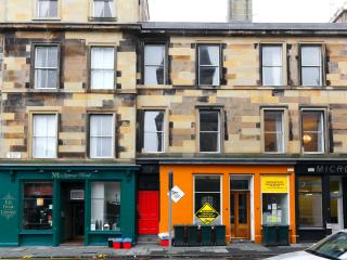 Comfortable 3 bedroom Edinburgh Apartment with Internet Access - Edinburgh vacation rentals