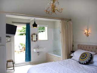 Boutique Style Apartment sleeps 2-4-6 - London vacation rentals