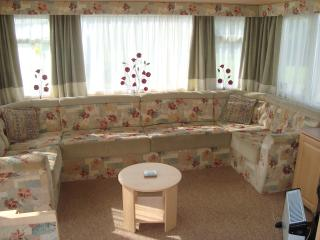 Cozy 3 bedroom Mablethorpe Caravan/mobile home with Short Breaks Allowed - Mablethorpe vacation rentals