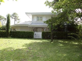 Bright Villa with Towels Provided and Linens Provided in Andernos-les-Bains - Andernos-les-Bains vacation rentals