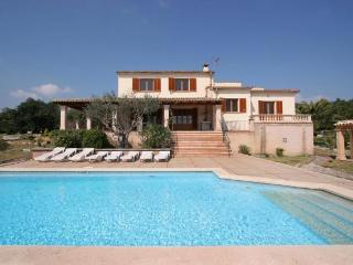 Nice 4 bedroom Pollenca House with Internet Access - Pollenca vacation rentals