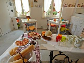 3 bedroom B&B with Internet Access in Gardone Riviera - Gardone Riviera vacation rentals