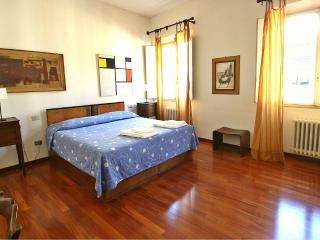 Central Servi by Duomo - Florence vacation rentals