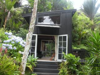 Romantic 1 bedroom Piha Bed and Breakfast with Internet Access - Piha vacation rentals