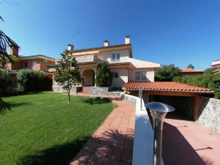Large 4 bedrooms family villa - Cambrils vacation rentals