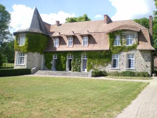Bright Manor house in Gueret with Outdoor Dining Area, sleeps 15 - Gueret vacation rentals
