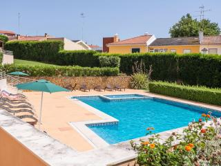 Relax by the Pool w/ kids Cascais/Sintra/Lisbon - Cascais vacation rentals