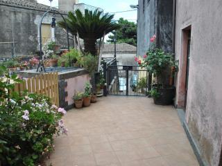 """Casa vacanze """"La Cicas"""" - Sant'Alfio vacation rentals"""