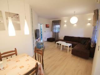 2 bedroom Apartment with Internet Access in Novigrad - Novigrad vacation rentals