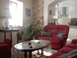 Cozy 2 bedroom Olargues House with A/C - Olargues vacation rentals
