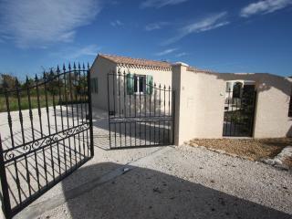 Gorgeous 4 bedroom Garrigues-Sainte-Eulalie Villa with Internet Access - Garrigues-Sainte-Eulalie vacation rentals