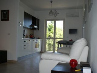 Lovely 2 bedroom Condo in Marina di Caulonia - Marina di Caulonia vacation rentals