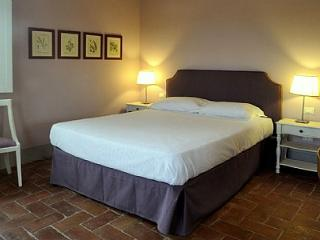Cozy House in Pontedera with Deck, sleeps 2 - Pontedera vacation rentals