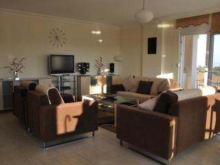 'Side Hill E12' Luxury 3 bed duplex apart seaviews - Side vacation rentals