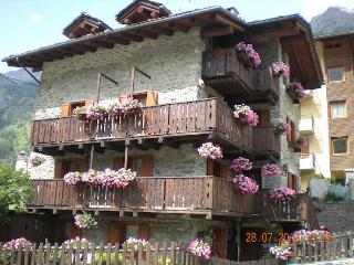 Romantic 1 bedroom Apartment in Cogne with Internet Access - Cogne vacation rentals