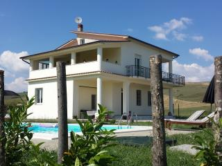 Perfect 3 bedroom Calitri Villa with Television - Calitri vacation rentals