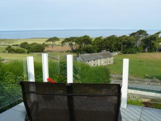 Comfortable 4 bedroom Llwyngwril House with Internet Access - Llwyngwril vacation rentals