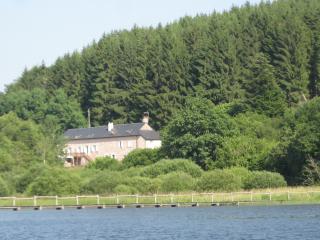 La Maison du Lac-Chambres d'hôtes - MORVAN - Luzy vacation rentals