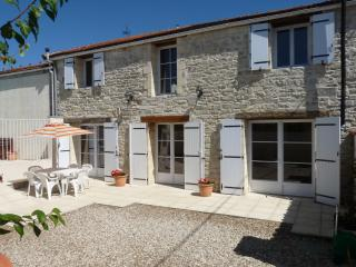 Lovely 4 bedroom Barn in Aigre - Aigre vacation rentals