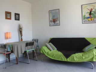 Romantic Condo with Internet Access and Balcony in Juan-les-Pins - Juan-les-Pins vacation rentals
