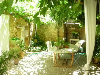 Nice Guest house with Internet Access and Short Breaks Allowed - Cornillon-Confoux vacation rentals