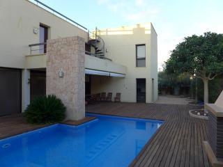 Beautiful 4 bedroom Chalet in Port d'es Torrent - Port d'es Torrent vacation rentals