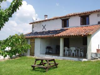 Comfortable Gite with Internet Access and Dishwasher - Montmoreau-Saint-Cybard vacation rentals