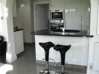 Lovely Bungalow with Dishwasher and Towels Provided - Littlestone vacation rentals