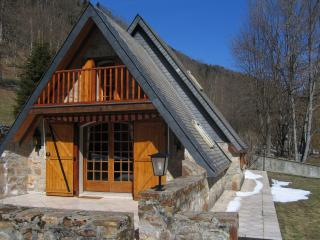 Nice Ski chalet with Television and DVD Player - Arreau vacation rentals