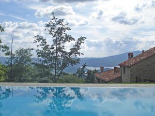 Vallorsaia, Villa nel verde con piscina privata - Sansepolcro vacation rentals