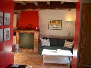 Bright 2 bedroom Baulon Gite with Internet Access - Baulon vacation rentals
