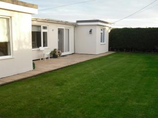 3 bedroom Bungalow with Satellite Or Cable TV in Littlestone - Littlestone vacation rentals