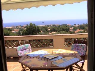 Nice Villa with Internet Access and Balcony - Saint-Aygulf vacation rentals