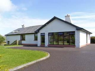 Bright 4 bedroom Ventry Cottage with Internet Access - Ventry vacation rentals