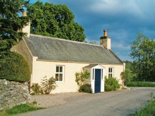 Bright 2 bedroom Forres Cottage with Internet Access - Forres vacation rentals