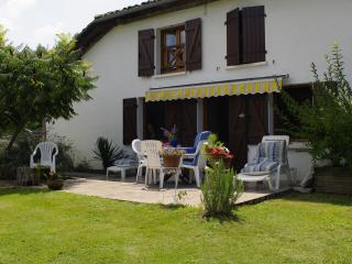 Nice Gite with Internet Access and Balcony - Bias vacation rentals