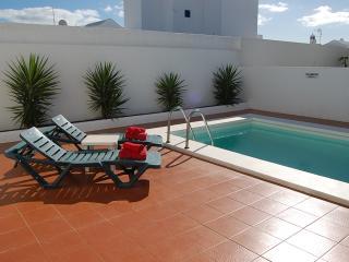 Nice 3 bedroom Puerto Del Carmen Villa with Internet Access - Puerto Del Carmen vacation rentals